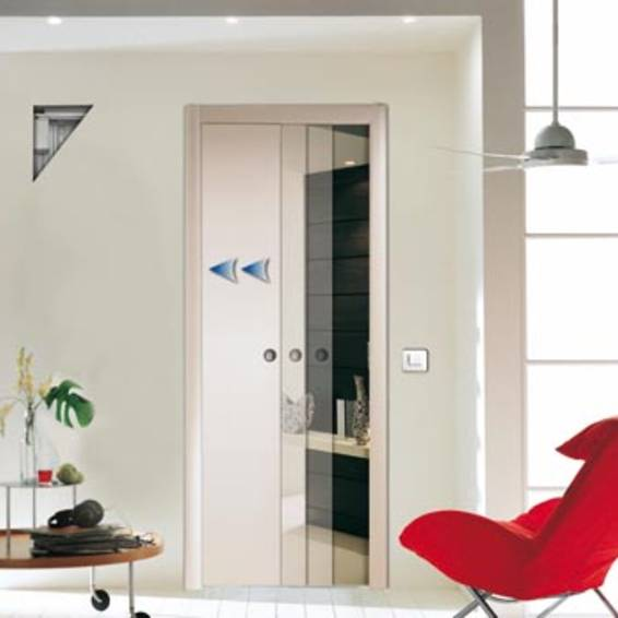 Scrigno Open makes it possible to automatically open and close a sliding disappearing door