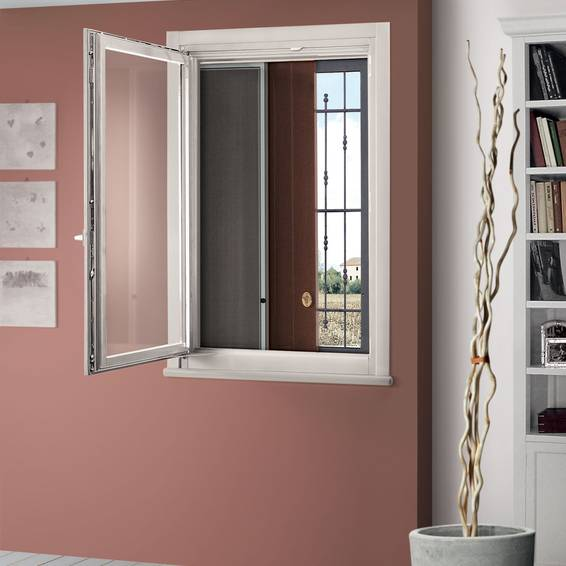 Scrigno Arpeggio can house two sliding concealed external elements, such as a shutter and grating